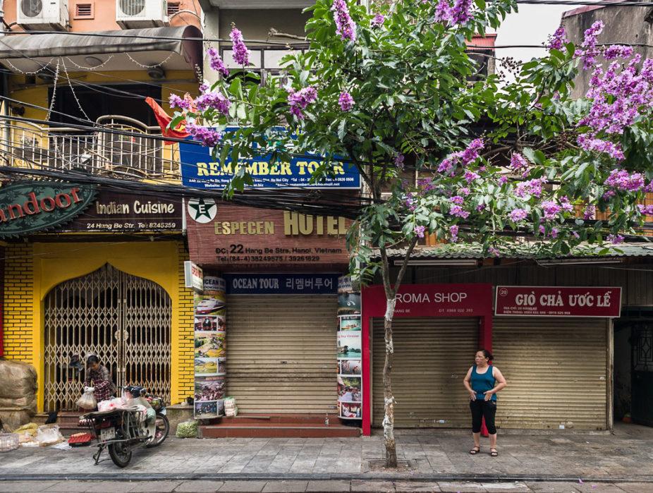 Hanoi, rue Hàng Bè tôt le matin